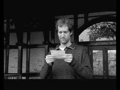 MovieTalk - llega a la estación de tren, ve una chica atractiva, se le cae una nota, lee la nota, cambia, le aconseja