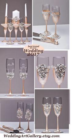 Personalized Wedding glasses and Cake Server by WeddingArtGallery Wedding glasses and cake server set, laser engraved #weddingtrend2017 #wedding2017 #weddingglasses #toastingflutes #champagneglasses #weddingserverset #cakecutting for wedding #bride and groom