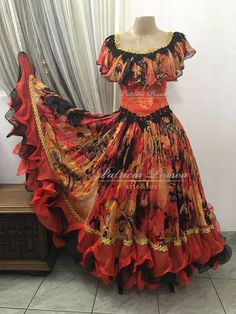 Roupa Cigana - (cód.03054) Girls Frock Design, Long Dress Design, Stylish Dress Designs, Fancy Blouse Designs, Stylish Dresses, Frock Fashion, Indian Fashion Dresses, Indian Gowns Dresses, Indian Designer Outfits
