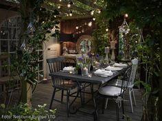 Verträumtes Gartenparadies! Outdoor-Möbel für drinnen und draußen – zum Beispiel im Wintergarten. <3 Mehr Ideen auf roomido.com #roomido #möbel