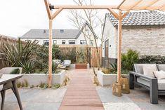 mediterrane tuin met vlonderpad Backyard Beach, Backyard Fences, Backyard Projects, Hot Tub Patio, Fire Pit Patio, Fire Pits, Love Garden, Home And Garden, Ibiza