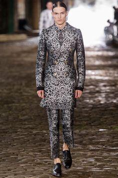 Alexander mcqueen london fashion week spring 2014 01