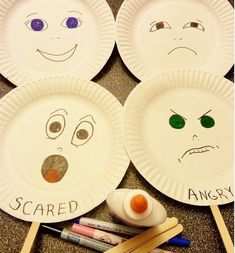 Teaching Toddlers Emotions Emotions paper plate cards can be made by toddlers can later be discussed in grouptime. By exploring the different emotions of these plates can help the toddler identify their facial expression with the way they are feeling on t Social Emotional Activities, Emotions Activities, Social Emotional Development, Toddler Learning Activities, Preschool Activities, Kids Learning, Toddler Development, Motor Activities, Personal Development