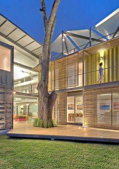 Sélection de construction en container maritime #maison #container #terrasse http://www.novoceram.fr/blog/architecture/construction-maison-container