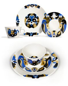 Janine Rewell painted porcelain.