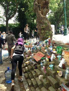 A free-for-all food stand is set up at Gezi Parki, Taksim.  #OccupyGezi  #direngeziparkı