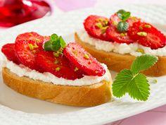 Balsamic-Glazed Strawberry and Ricotta Crostini