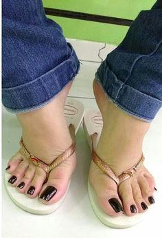 Nice Toes, Pretty Toes, Long Toenails, Tan Body, Feet Nails, Foot Toe, Beautiful Toes, Black Toe, Flip Flop Sandals