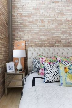Unexpected Wall Art Ideas from an Eclectic Loft Apartment Therapy Home Bedroom, Bedroom Decor, Bedroom Loft, Budget Bedroom, Bedroom Ideas, Farmhouse Style Bedrooms, Always Kiss Me Goodnight, Loft House, Apartment Living