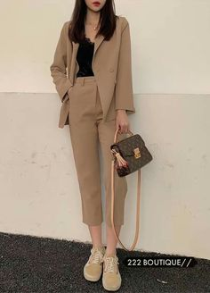 Korean Girl Fashion, Korean Fashion Trends, Korean Street Fashion, Ulzzang Fashion, Asian Fashion, Korean Fashion Office, Cute Casual Outfits, Simple Outfits, Stylish Outfits