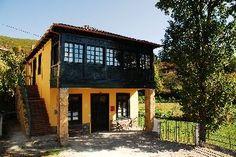 Cangas del Narcea - El Balcon de Muniellos - EL BALCON DE MUNIELLOS - Antigua escuela rural de la localidad de Oballo, recientemente restaurada y acondicionada como apartamentos rurales con la categoria de 3 llaves.La casa ha sido reformada ...