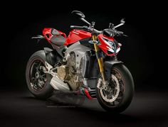 Super Streetbike gets its hands on a rendered version of a naked version of the Ducati Superbike. Ducati Motorbike, New Ducati, Ducati Diavel, Ducati Multistrada, Ducati Monster 1100 Evo, Ducati Monster Custom, Street Fighter Motorcycle, Motorcycle Gear, Biker Gear