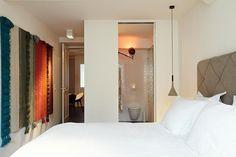Bed & Breakfast Gregorius is located along the canals of the nieuwegracht in the city centre of Utrecht.