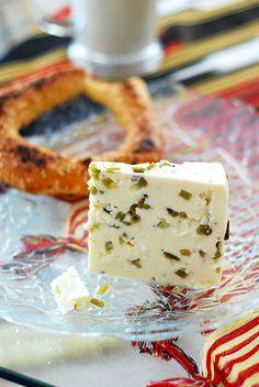 Otlu Peynir... Turkish Breakfast, Breakfast Tea, Turkish Cheese, Spring Soups, Good Food, Yummy Food, Turkish Sweets, Recipe Sites, Wine Cheese