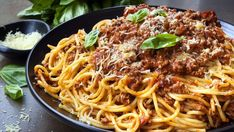 Oz: Mario Batali's Cincinnati Chili : In this recipe, chili means spaghetti, beef chili, and cheese. Homemade Bolognese Sauce, Bolognese Recipe, Homemade Pasta, Easy Spaghetti Bolognese, Spaghetti Bolognaise, Bolognese Pasta, Cincinnati Chili, Pasta Formen, Run Fast Eat Slow
