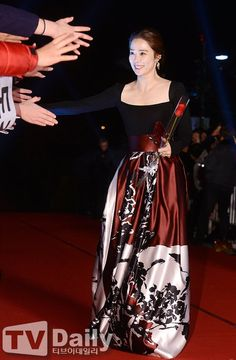 Long Gown Dress, Long Gowns, Arts Award, Korean Celebrities, Women Life, For Stars, Awards, Actresses, Bridal