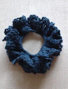 「夏色シュシュ」涼しげな色のコットン糸でシュシュを編みました。 ボリュームもそこそこあって、使いやすいです。[材料]夏用コットン糸