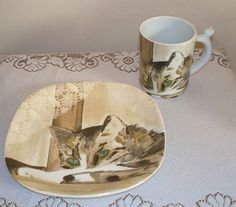 Vista Alegre Minou-ettes Cat Mug and Plate   The mug has an adorable cat-shaped handle, which gives the appearance that the cat is climbing up the side of the mug. The plate is marked Zrike, while the mug is marked Vista Alegre. Made in Portugal.