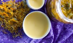 Měsíčková mast - recept jak si doma vytvořit svou vlastní | Přímo od Včelařky Destiel, Vodka, Detox, Healthy, Tableware, Liquor, Dinnerware, Dishes, Health
