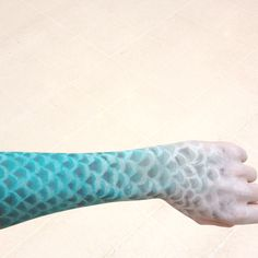 Fish scale/mermaid inspired body painting...ooo how fun..maybe with iridescent, metallic colors and of course glitter!