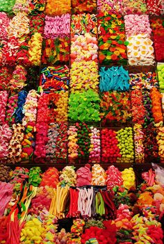 La Boqueria in Barcelona.basically heaven for lovers of candy, fresh fruit and rainbowy colours Taste The Rainbow, Over The Rainbow, Colorful Candy, Candy Colors, World Of Color, Color Of Life, Candyland, Clipart, Rainbow Colors