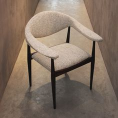 Cadeira de braço escandinava, 1960, recém-chegada à loja. | Recently received Scandinavian armchair, 1960s. #lojateo #designescandinavo #scandinaviandesign #modernistdesign #modernariato #vintage #midcenturydesign #anos60 #1960s #decor #decoracao #interiordesign #furniture #moveis #cadeiradebraco #armchair