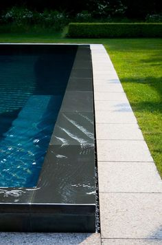 You have a lovely pool, so let's help you maintain it. The bigger The pool is, the bigger the catch basin should be. If you would like such a pool in your backyard, you should be prepared to devote more money on it. Swiming Pool, Outdoor Swimming Pool, Pool Decks, Infinity Pool Backyard, Infinity Pools, Backyard Patio, Residential Landscaping, Pool Landscaping, Pool Spa