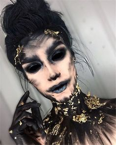 Scary Halloween Makeup Looks You Should Try This Year; Halloween Makeup; Halloween Makeup Ideas; Scary Makeup Ideas; Scary Halloween Makeup; Scary Makeup; Corpse Bride Makeup; Ghost Makeup; Halloween;