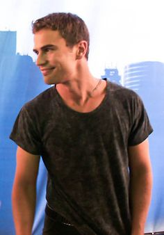 It is easy to imagine him while reading the Divergent books - no wonder Tris could not resist him. Theo James as Four. Be Brave Divergent, Divergent Fandom, Divergent Trilogy, Divergent Insurgent Allegiant, Divergent Jokes, Tris Et Tobias, Divergent Theo James, Veronica Roth, Shailene Woodley