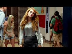 Bella Thorne - The Duff. Fat Friend, Mae Whitman, Search Video, Funny Qoutes, Bella Thorne, Comedy Movies, Official Trailer, The Duff, Movie Trailers