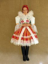 Folk Embroidery, Embroidery Patterns, Floral Embroidery, Popular Costumes, Folk Dance, Folk Costume, Girl Blog, Beautiful Patterns, Traditional Dresses