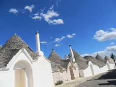 Italy and Puglia, Yours Trulli in Alberobello Beach Shower, Puglia Italy, Italian Style, Jacuzzi, Barcelona Cathedral, Swimming Pools, Places To Visit, Building, Houses