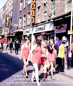 Psychedelic sixties — Girls in Carnaby Street, circa 1968 Mod Fashion, 1960s Fashion, Vintage Fashion, Vintage Vogue, Fashion Women, Vintage Stil, Look Vintage, Vintage Vibes, Retro Vintage