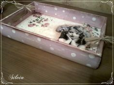 servilletas y cositas para trabajar en venta | Aprender manualidades es facilisimo.com Decoupage Glass, Decoupage Vintage, Home Crafts, Diy And Crafts, Diy Mod Podge, Decoration Shabby, Diy Y Manualidades, Painted Trays, Pintura Country