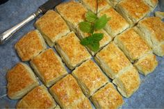Himmelska engelska scones i långpanna English Scones, High Tea, Afternoon Tea, Bakery, Food And Drink, Cooking Recipes, Snacks, Breakfast, Ethnic Recipes