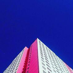 : @swhkunio  #minimal #blue #pink #building #archilovers #architecture #sky