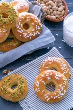 Ciambelline soffici al forno: soffici, profumati e con una golosa granella. Perfette lisce o farcite! [Baked donuts]