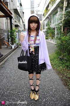KYARY PAMYU PAMYU Harajuku, Tokyo AUTUMN 2010, GIRLS Kjeld Duits STUDENT, 17  Cardigan – UNIQLO T-Shirt – N/A Skirt – PAGEBOY Shoes – N/A