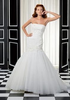 Elegant Fit N Flare Strapless Tulle Floor Length Wedding Dress With Appliques    #vintageweddingdress #weddingdress2015