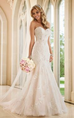 I absolutely love this wedding dress. I want it to be mineee