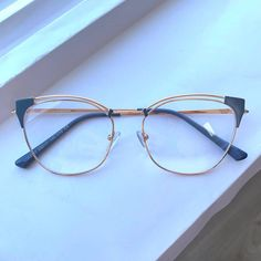Glasses Frames For Girl, Gold Jewelry, Jewelry Accessories, Glasses Trends, Cute Frames, Fashion Eye Glasses, Stylish Backpacks, Eyeglasses, Eyewear