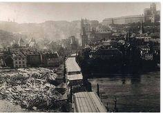 Most se opravoval celé dva roky. Heart Of Europe, Czech Republic, Historical Photos, Prague, Old Photos, Paris Skyline, Times Square, Teen, Culture