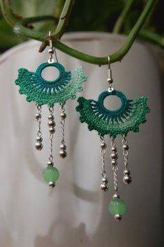 Green Fan Crochet Earrings ~ Idea and Inspiration Crochet Earrings Pattern, Crochet Jewelry Patterns, Crochet Accessories, Textile Jewelry, Fabric Jewelry, Beaded Jewelry, Handmade Jewelry, Thread Crochet, Diy Crochet