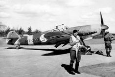 Командир финской 34-й эскадрильи (Lentolaivue-34) майор Эйно Луукканен (Major Eino Luukkanen) на аэродроме Утти у истребителя Мессершмитт Bf.109G-2.