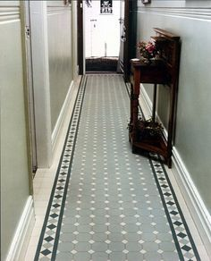 احدث ديكورات مدخل المنزل Carpets of tiles in vestibules - décoration intérieur Tiled Hallway, Edwardian Hallway, Hallway Flooring, Attic Flooring, Tiles, Flooring, Porch Tile, Victorian Hallway, Hallway Decorating