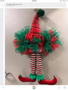 Santa Wreath, Christmas Mesh Wreaths, Diy Wreath, Christmas Decorations, Wreath Ideas, Christmas Sewing, Christmas Hat, Christmas Ornaments, Christmas Ideas