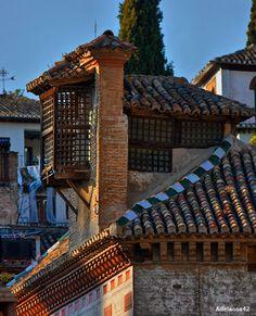 المعمار الأندلسي في غرناطة La Carrera del Darro (Granada) http://blog.andhaluz.com/grenade-voyage-albaicin-darro/