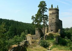Challenge yourself with this Zřícenina hradu Gutštejn, okr. Tachov jigsaw puzzle for free. 144 others took a break from the world and solved it. Czech Republic, Barcelona Cathedral, Monument Valley, World, Palaces, Castles, Manor Houses, Travelling, Medieval