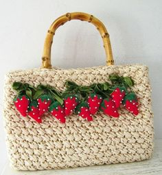 Vintage Ritter Raffia Purse with Strawberry Motif Strawberry Crafts, Strawberry Patch, Sweet Bags, Sweet Sweet, Summer Handbags, Vintage Baskets, Handmade Purses, Vintage Purses, Pet Birds