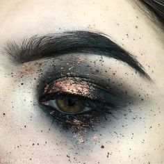 rust metallic color eye makeup, smoky eye makeup, bronze metallic and dark gray eye shadow makeup, editorial bronze and black smoky eye makeup,